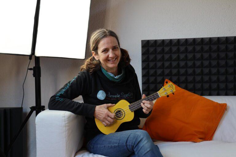 Softboxen sorgen für weiches Licht und Akustikabsorber verhelfen zu einem angenehmen Aufnahmesound.