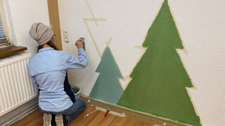 Paula malt einen Wald